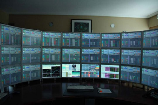 How many monitors?-060908_sz_24monitors.jpg