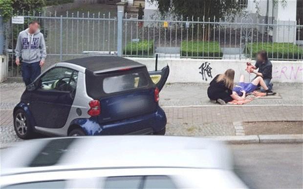 Google Street View caught a birth of a baby-street-view-birth_1769367b.jpg