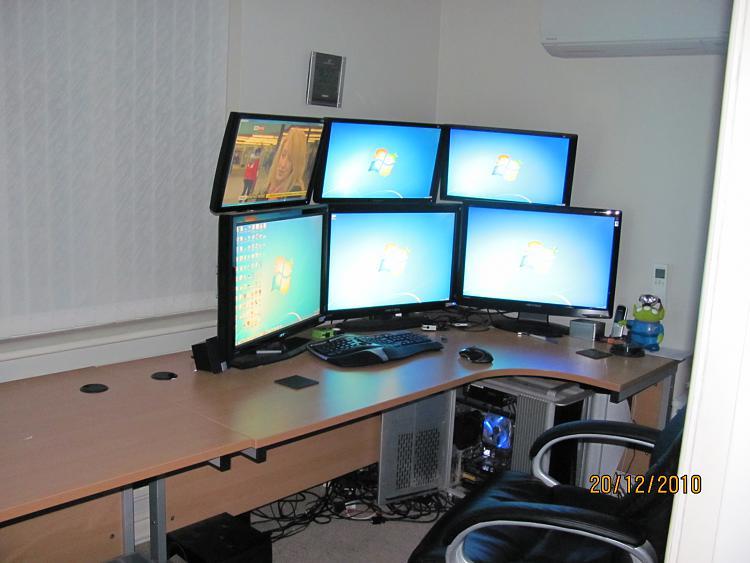 Show us your desk!-desk.jpg