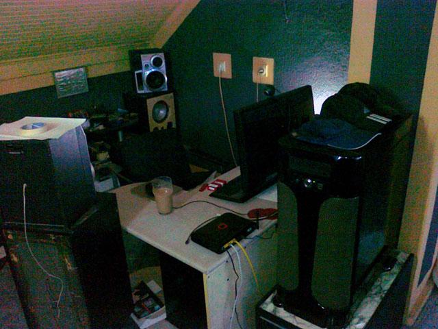 Show us your desk!-comp3.jpg