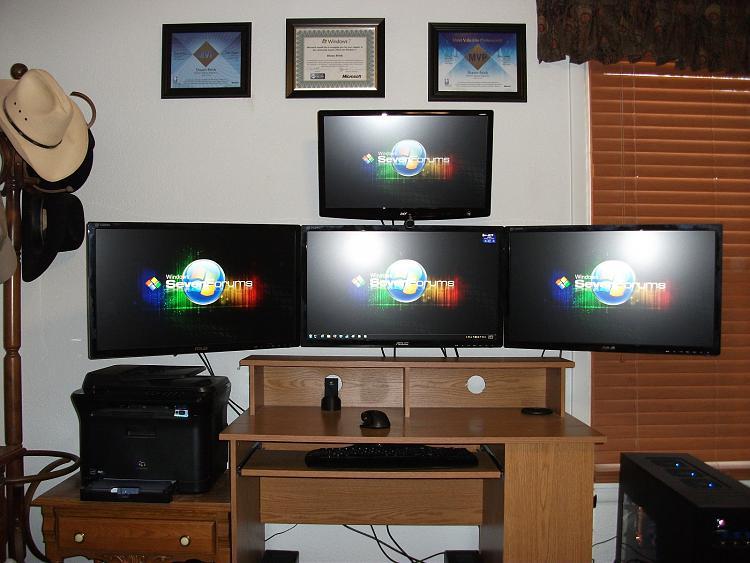 Show us your desk!-monitors-001.jpg