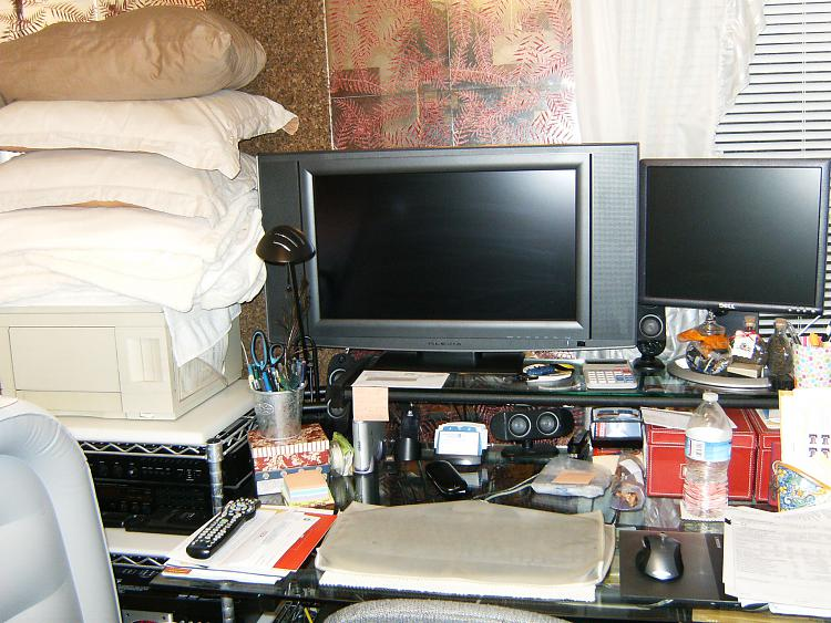Show us your desk!-003.jpg