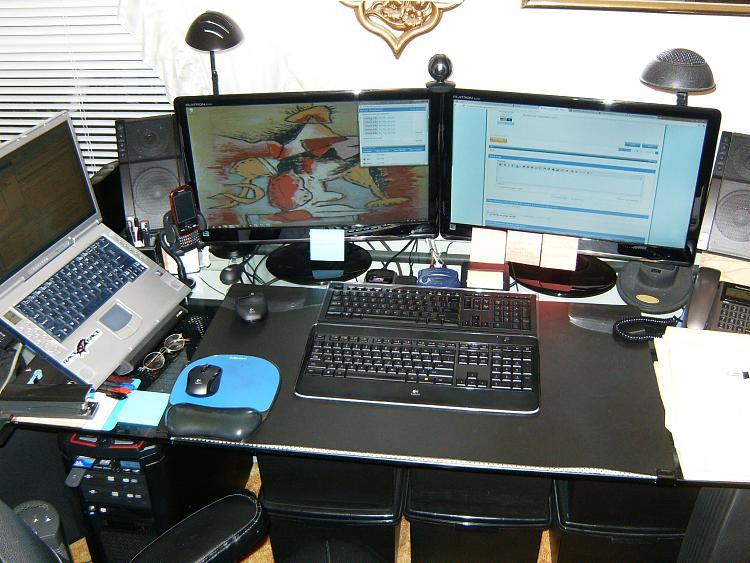Show us your desk!-006.jpg