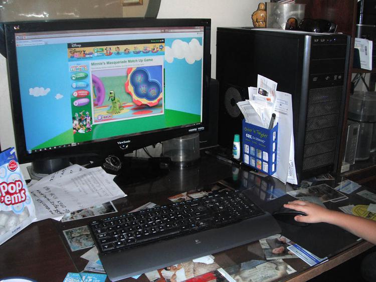Show us your desk!-screen.jpg