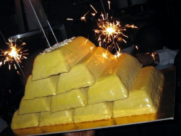 Happy Birthday to Tews!!!-gold-cake.jpg