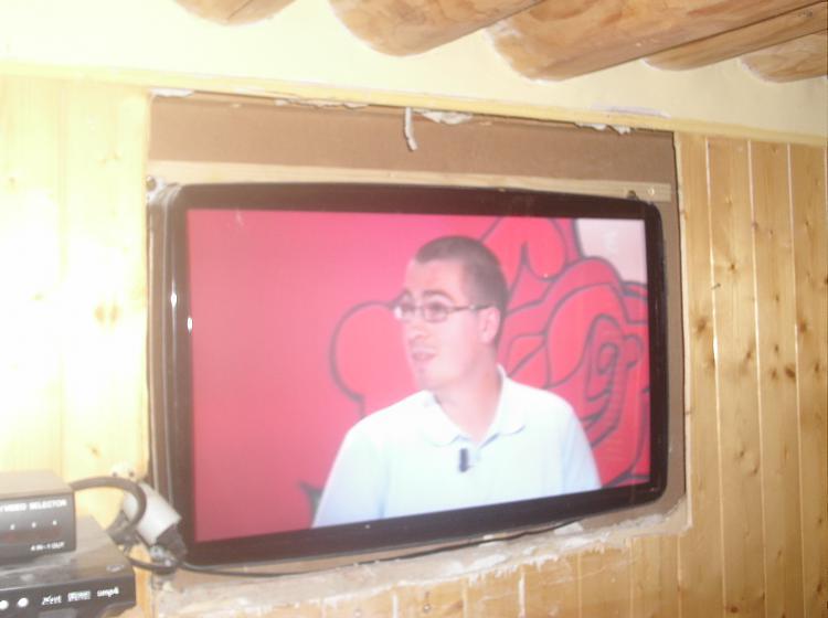 wall mounted tv-tv-005.jpg