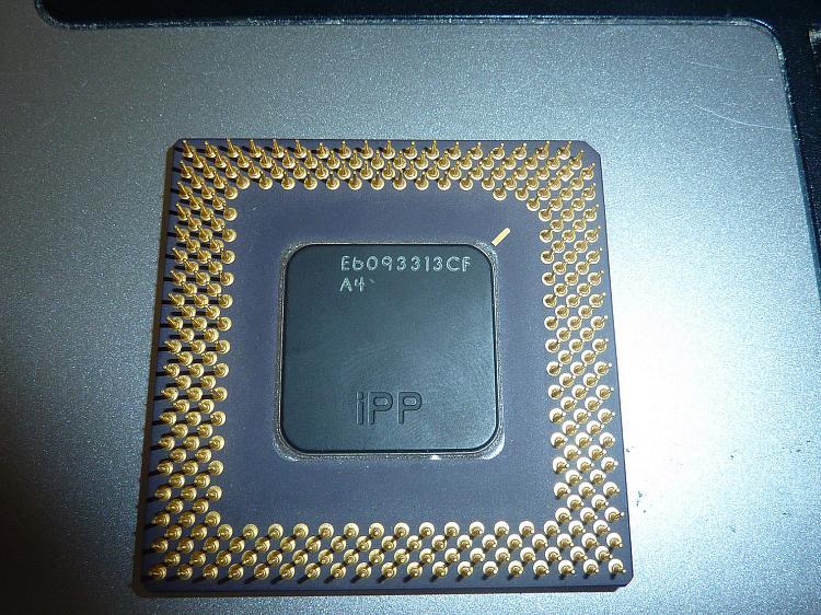 Help Identifying Old Intel CPU-p1080614.jpg