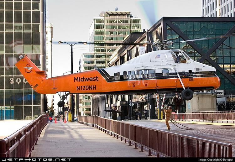 Helicopter, Sikorsky S58-T-hover-chicago-bridge.jpg