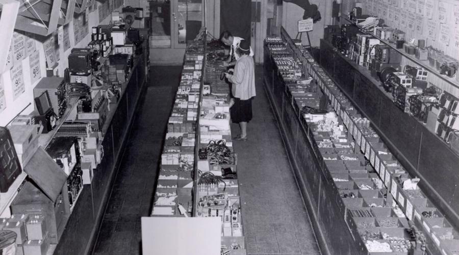 Old Timey Radio Shack Photos Prove Techies Nerding Out