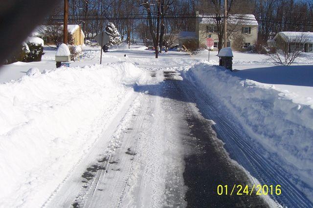 Snowmageddon: Jan 23rd 2016, PA - DE - VA - MD - NJ - NY - MA - CT- RI-shovelin-out-1_24_16-blizzard-2016.jpeg