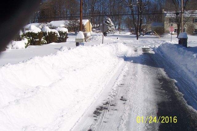 Snowmageddon: Jan 23rd 2016, PA - DE - VA - MD - NJ - NY - MA - CT- RI-shovelin-out-1_24_16-blizzard-2016_02.jpeg