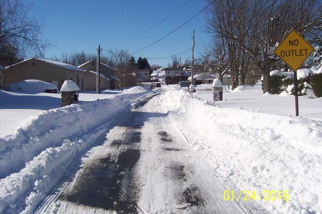 Snowmageddon: Jan 23rd 2016, PA - DE - VA - MD - NJ - NY - MA - CT- RI-shovelin-out-1_24_16-blizzard-2016_06.jpeg