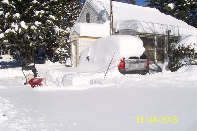 Snowmageddon: Jan 23rd 2016, PA - DE - VA - MD - NJ - NY - MA - CT- RI-shovelin-out-1_24_16-blizzard-2016_10.jpeg