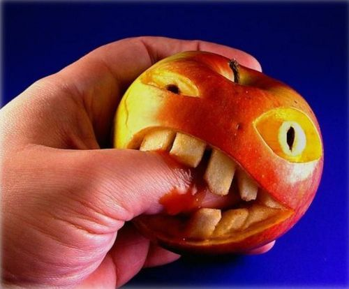 Pics -Feast ur eyes!-biting-apple.jpg