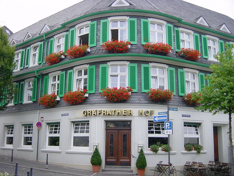 Post a picture of your city/town!-denkmalgeschuetztes-hotel-solingen-graefrath.jpg