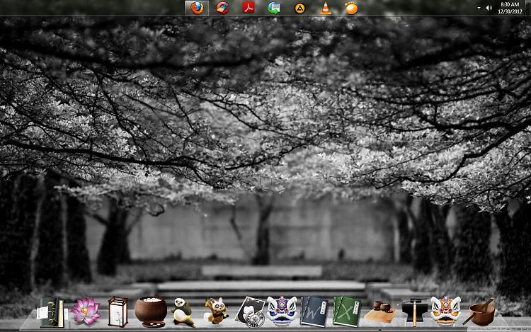 Show us your Desktop-desky-1.jpg