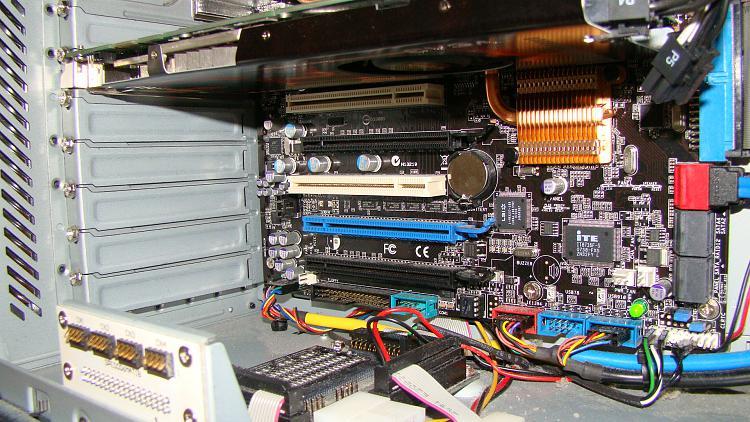 Dual Nvidia geforce 9600gts good idea?-dsc06017.jpg