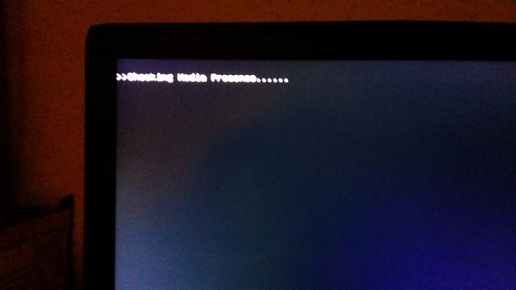 Trying to install Windows 7 on 2x Samsung 850 Evo's in Raid or Array.-checking-media-presence.jpg