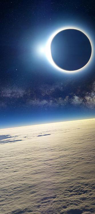 -3d_space_eclipse-wallpaper1920x1080-www.imagesplitter.net-0-1.jpeg