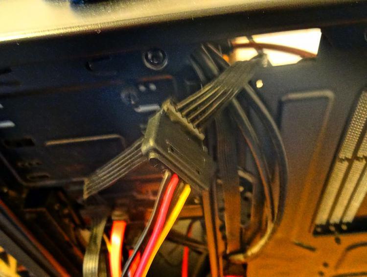 Fractal Core 2500 Computer Case-power-splitter-1.jpg