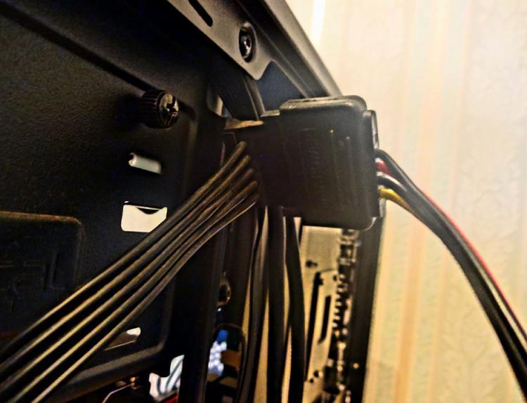 Fractal Core 2500 Computer Case-power-splitter-3.jpg